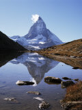 The Matterhorn, 4478M, from the East, Over Riffel Lake, Swiss Alps, Switzerland Lámina fotográfica por Ursula Gahwiler
