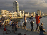 Men Fishing at Sunset, Avenue Maceo, El Malecon, Havana, Cuba, West Indies, Central America Lmina fotogrfica por Eitan Simanor