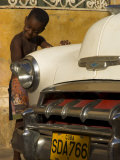 Young Boy Drumming on Old American Car's Bonnet,Trinidad, Sancti Spiritus Province, Cuba Fotografie-Druck von Eitan Simanor