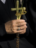 A Nun's Hands Holding Two Crosses Made of Palm Leaves, St. Anne Church, Israel Fotografisk tryk af Eitan Simanor