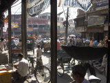 People and Vehicles in the Spice Market, Chandni Chowk Bazaar, Old Delhi, Delhi, India Lmina fotogrfica por Eitan Simanor