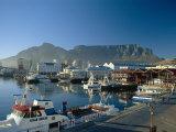 V & A-havnefronten og bjerget Table Mountain, Cape Town, Cape-provinsen, Sydafrika Fotografisk tryk af Fraser Hall