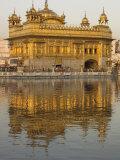 The Sikh Golden Temple Reflected in Pool, Amritsar, Punjab State, India Reprodukcja zdjęcia autor Eitan Simanor