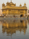 The Sikh Golden Temple Reflected in Pool, Amritsar, Punjab State, India Fotografie-Druck von Eitan Simanor