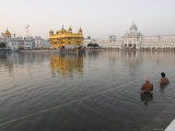 Two Sikh Pilgrims Bathing and Praying in the Early Morning in Holy Pool, Amritsar, India Reprodukcja zdjęcia autor Eitan Simanor
