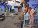 Couple Standing Outside Blue Painted Residential Haveli, Old City, Jodhpur, Rajasthan State, India Lmina fotogrfica por Eitan Simanor