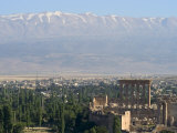 Snow Capped Mountains of the Anti-Lebanon Range Behind the Roman Archaeological Site, Lebanon Impressão fotográfica por Christian Kober