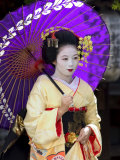 Geisha, Maiko (Trainee Geisha) in Gion, Kyoto City, Honshu, Japan Photographie par Christian Kober