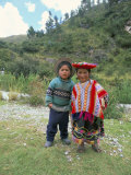 Two Children Near Machu Picchu, Peru, South America Fotografisk tryk af Oliviero Olivieri