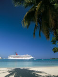 Cruise Ship, Ocho Rios, Jamaica, West Indies, Central America Lmina fotogrfica por Sergio Pitamitz