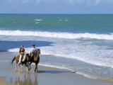 Couple Riding Horses on the Beach, Tibau Do Sul, Natal, Rio Grande Do Norte State, Brazil Photographie par Sergio Pitamitz