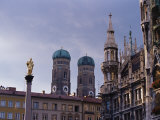 Frauenkirche Towers and Mariensaule (St. Mary's Column), Munich, Bavaria, Germany Fotografie-Druck von Yadid Levy