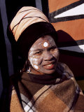 Portrait of a Woman with Facial Decoration, Cultural Village, Johannesburg, South Africa, Africa Photographie par Sergio Pitamitz
