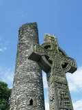 West High Cross and 10th Century Tower, Monasterboice, County Louth, Leinster, Republic of Ireland Fotografisk tryk af Nedra Westwater