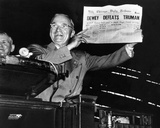 Harry Truman Displays CHICAGO DAILY TRIBUNE 1948 Photo