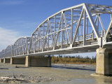 Steel Truss Bridge, Alaska Highway Over Gerstle River, Alaska, USA Fotografie-Druck von Tony Waltham