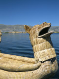Traditional Urus Reed Boat, Islas Flotantas, Reed Islands, Lake Titicaca, Peru, South America Fotografie-Druck von Tony Waltham