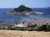 Submerged Causeway at High Tide, Seen Over Rooftops of Marazion, St. Michael&#39;s Mount, England Fotografie-Druck von Tony Waltham