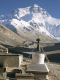 North Side of Mount Everest (Chomolungma), from Rongbuk Monastery, Himalayas, Tibet, China Fotografie-Druck von Tony Waltham