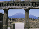 Versuvius Volcano Seen from Pompeii Fotografie-Druck von Tony Waltham