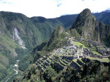 Ruins of Inca Town Site, Seen from South, with Rio Urabamba Below, Unesco World Heritage Site Fotografie-Druck von Tony Waltham
