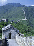Restored Section with Watchtowers of the Great Wall, Northeast of Beijing, Mutianyu, China Fotografie-Druck von Tony Waltham