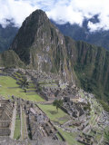 Classic View from Funerary Rock of Inca Town Site, Machu Picchu, Unesco World Heritage Site, Peru Fotografie-Druck von Tony Waltham