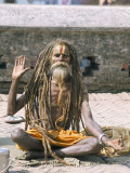 Portrait of a Sadhu, Hindu Holy Man, Pashupatinath Temple, Kathmandu, Nepal Fotografie-Druck von Tony Waltham