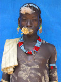 Tsemay Man with Flower in Mouth at Weekly Market, Key Afir, Lower Omo Valley, Ethiopia, Africa Fotografiskt tryck av Jane Sweeney