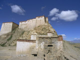 Gyangze Dzong (Monastery), Gyangze (Gyantse), Tibet, China Photographic Print by Jane Sweeney