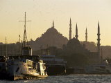 Sirkeci Harbour with Yeni and Sulemaniye Mosques Behind, Istanbul, Turkey, Eurasia Fotografie-Druck von Adam Woolfitt