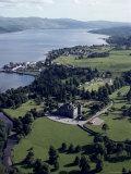 Aerial View of Inverary Castle and Loch Fyne, Inverary, Scotland, United Kingdom Lámina fotográfica por Adam Woolfitt