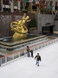 Ice Rink at Rockefeller Center, Mid Town Manhattan, New York City, New York, USA Photographie par  R H Productions