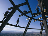 Construction Workers on Beams at the Top of the Stratosphere Tower Fotografisk tryk af Paul Chesley