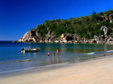 Father and Daughters Enjoying Waters of Radical Bay, Magnetic Island, Australia Photographie par Ross Barnett