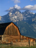19th Century Mormon Row Barn Homestead in Grand Teton National Park, Wyoming Photographie par John Elk III