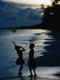 Young Girls Playing with a Balloon on Kiriwina Island, Kiriwina Island, Milne Bay, Papua New Guinea Fotografisk tryk af Michael Gebicki