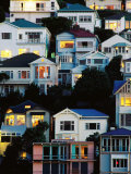 Tiered Bungalows and Villas at Oriental Bay, Wellington, New Zealand Fotografisk tryk af Paul Kennedy