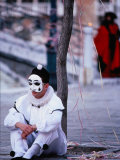 Character from Commedia Dell'Arte in Pierrot Mask, Venice, Italy Photographie par Roberto Gerometta
