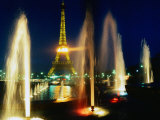 Christopher Groenhout - The Eiffel Tower at Night with Fountains in the Foreground, Paris, France Fotografická reprodukce