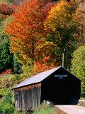 Autumn Leaves Surrounding Cilley Covered Bridge, Vermont Fotografie-Druck von John Elk III
