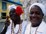 Dominic Bonuccelli - Black Women in White Clothing Pose for Tourists, Havana, Cuba - Fotografik Baskı
