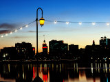Lake Merritt with Lights at Sunset with City in Background, Oakland, California Fotografisk tryk af John Elk III