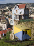 Ascensor Artilleria with City Buildings Beyond, Valparaiso, Valparaiso, Chile Fotoprint van Brent Winebrenner