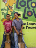 Shoeshine Boys Posing in Front of Colourful Wall, Esteli, Nicaragua Photographie par Margie Politzer