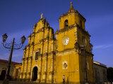 Iglesia de la Recoleccion, Leon, Nicaragua Fotografisk tryk af Margie Politzer