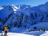 Skiers Above Tortin, Verbier, Valais, Switzerland Fotografie-Druck von Glenn Van Der Knijff