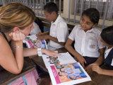 German Volunteer Helping Children with School Work, el Pochote, Near Granada, Granada, Nicaragua Fotografisk tryk af Margie Politzer