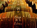 Barrels of Hennessy Cognac, Cognac, Poitou-Charentes, France Fotografie-Druck von Oliver Strewe