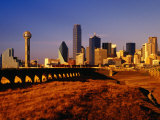 Houston Street Viaduct and Skyline from Trinity River Levee, Dallas, Texas Fotografie-Druck von Witold Skrypczak